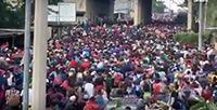 Video - Thousands of Honduran migrants crossed the Guatemala border - October 15, 2018